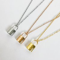 Woman Necklace Pendant Europe America Style Men Lady Women Lovers Thick Chain Engraved V Initials Large Lock Pendants Necklaces Designer Christmas Gift with Box