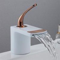 Banyo Lavabo Bataryaları Beyaz Gül Altın Havzası Musluk Banyo / Lavabo / Mutfak Mikser Su Dokunun Soğuk Şelale Tipi Tek Kolu Krom