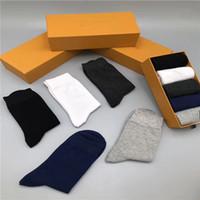 2020 Yeni Erkek ve Bayan Spor Uzun Çorap% 100% Pamuk Toptan Çift Tasarım Çorap Kutusu ile 5 adet