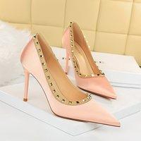 2021 евроамериканский стиль женской обуви сексуальный ночной клуб тонкий высокий каблук шпильто сатин мелкий рот указывают металлический заклепки ретро bigtree 869-13