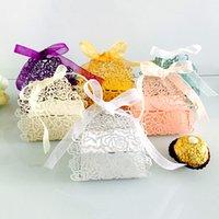 10pcs Fleur Rose Laser Coupée Coupes creuses Boîtes Catégorie Sacs-cadeaux Favorise Boîte de faveur avec ruban Baby Douche Favoris de fête de mariage Fournitures de fête