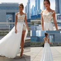 2021 Sexy High Split Boho Wedding Dresses Sheer Neckline Short Sleeve Lace Appliqued Bridal Gowns Elegant Chiffon Beach Wedding Dress