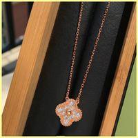 Collana Designer Fashion Jewlery Designer Clover Diamante Collana pendente con pendente di alta qualità Luxurys Gold Collane per le donne all'ingrosso 21092904R