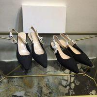 Chaussure bien classique Diapositives Lady Summer Sandales Sandales en métal Boucle de grande taille Haute Temps à talons Haute Chaussons 35-40 avec boîte à chaussures10 0