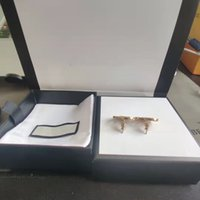 Retro Trend Mode Ohrringe Neue Buchstaben Gold Messing Material 925 Silber Nadel Frauen Clip-on Supply NRJ