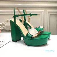 Fashion Designer Damen Sandalen Barefoot Super High Heel Flat Tisch Metallknopf Logo Qualität Authentic Green Evening Kleid Schuhe 35-4