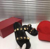 2021 sandálias estilo Chinelos de sandálias - ponto cedo Primavera / verão clássico one-line Rivet Flat Imported TopCoat Caçante de Cabeça de Carneiro Forro Fashion Designe