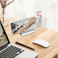 FM Radio LED Montre de réveil intelligent numérique pour la chambre à coucher Table de bureau électronique horloges d'horloge de réveil USB avec le temps de projection de 180 ° Snooze