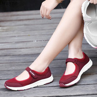2020 الربيع والصيف مع لينة أسفل تنفس حجم كبير الفم الضحلة الإناث شبكة أحذية واحدة عارضة الأحذية munro أحذية دبوس L4Q4 #