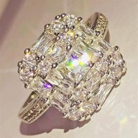 Fedi nuziali Elegante e affascinante signora regalo di fidanzamento alla moda lavorazione squisita placcatura craft intarsiato micro zircone anello quadrato