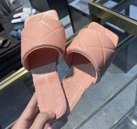 2020 Женские мягкие сандалии на открытом воздухе банкетные ботинки летние кожаные тапочки многоцветные плоские 45-42 а3