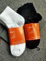 calcetines para hombre al por mayor mujeres y hombres calcetines de alta calidad calcetines de algodón letra transpirable algodón calcetín deportivo venta al por mayor nuevo