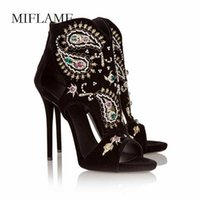 Sandálias Miflame 2021 Mulheres Sexy Stiletto Moda Diamante Bordado Hollow Out Summer Pearl Peep Toe Leisuer Salto Fino