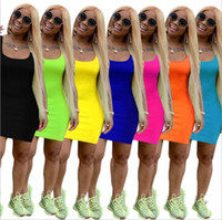 7 ألوان أزياء المرأة 2021 الصيف بلون الحمالة اللباس عارضة تنورة مثير نادي اللباس أكمام الحمالة حار بيع الملابس