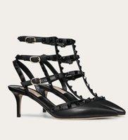 Sandales de femmes élégantes Sandales Femmes Chaussures Rockstud Pumps Bridal Mariage Partie de mariage Cuir High Heel High High Head Head Walking Footwear UE35-42.Avec