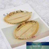 Ceramic Tableware Nordic Creative Feather Storage Gold Tray Fashion Sushi Leaf Dessert Plate Fruit Cake Stand Kitchenware Decor Factory price expert design