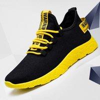 Hombres Zapatillas de deporte 2021 Nuevas zapatos de malla para hombres transpirables Hombres Moda casual sin deslizamiento Hombres Vulcanize Zapatos Tenis masculino