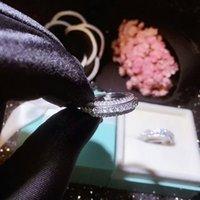 Genuino Anello in oro bianco 18 carati Natural Three Fiw Moissanite con mini gioielli di diamante gioielli in oro 18K Pave a pavimentazione a pavimentazione