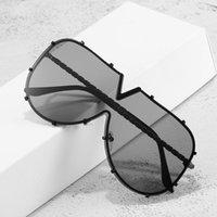 Couleurs lunettes de soleil surdimensionnées en forme de V cadre en métal HIP HOP Punk Eyewear Accessoires de mode Verres de bouclier Vintage Femmes Hommes