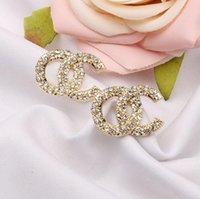 Высокое качество бренда дизайнер простых новых женщин роскошный кристалл кристалл горный хрусталь металлический золотой двойной буквы серьги для девушек влюбленные ювелирные изделия оптом