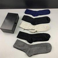 수 놓은 편지 Unisex Cotton Socks 패션 간단한 여자 긴 스타킹 부드러운 편안한 남자 양말 최고의 선물 M