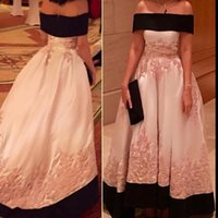 2022 Black and Pink Prom Dresses A Line Strapless Lace Applique Sweep Train Custom Made Evening Party Gowns Satin Formal Occasion Wear vestidos