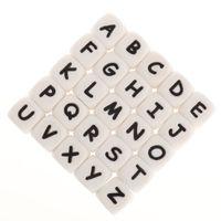 FKISBOX 200PCS Alfabeto Silicone Inglês Cartas Beads Cubo BPA Livre Bebê Dêmeos Personalizados Nome DIY Roedor Dentição Pingente 210311