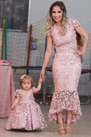 Lindo encaje lleno Madre e hija Vestidos de noche Mangas Capped Mangas Jewel Cuello 2021 Princesa Flor Vestidos de Niñas Pago Partido Vestidos de baile