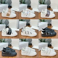 LTALY Klasik Moda Rahat Ayakkabılar Patchwork Trendy Sneakers Bayanlar Punk Perçin Düşük Üst Erkek Deri Kaykay Spor Ayakkabı