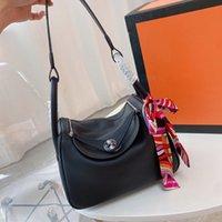 Diseñador Crossbody Mini Bags Bolsa de hombro Bolsos Bolsos Bolsos de cuero genuino Cadena de oro de alta calidad Diferentes colores y tamaño Marca de moda con caja original