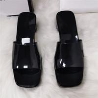 Pantofole da donna Pantofole denstate Sandali in basso Chunky Gomma Slifts Piattaforma Alfabeto Lady Slipper Bright Leather Heel Sandal Sandalo Sandalo Scarpe da spiaggia