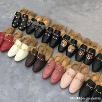 Classic Maschio Mezza Pantofole con Authentic Soft Cowhide Bothid Flat Metal Fibbia Capelli Pantofole per capelli Ricamato Scarpe da donna calda Pantofole di lana tsz