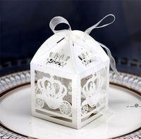 50 unids Corte láser blanco Encantado Caja de matrimonio, carro de calabaza Favor de boda Caja de regalo Caja de regalo Caja de caramelo FWA4245