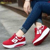 Akexiya المرأة تنفس شبكة الدانتيل يصل منصات عارضة الأحذية الارتفاع زيادة هزاز الرياضة إسفين حذاء 201217