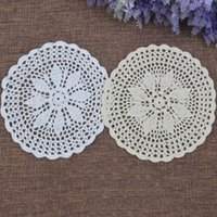 Mats almofadas 4 pçs / conjunto redondo mesa placemat algodão artesanal crochet laço jantar flor doilies café bebida chá copo pad cozinha