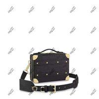 Bolsa de hombro Luxurys Designers Bag 57971 Bolsas de moda Los bordes de cuero son reforzados y el ajuste está adornado con bolso de remaches florales