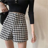 Colorfaith New Autumn Winter Women Shorts Wide Leg High Waist Fashionable Woolen Tweed Checkered Lady Shorts Trousers P1257 210316