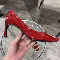 Верхняя Весна Осень и Зима Новая Женская Обувь Чистый Красный Металлический Квадратный Пряжка Одноместный Обувь Средний каблук Носят Свадебная Свадебная Работа Формальная