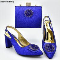جديد وصول الأحذية الفاخرة النساء المصممين النساء النيجيري أحذية الزفاف وحقيبة مجموعة مزينة مع مضخات حجر الراين K26O #