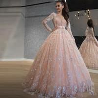 2021 Bébé rose quinceanera robes de la dentelle paillettes robe de bal robes de bal de bal raie col large manches longues doux 16 robe longue de soirée officielle