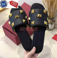 Горячие продажи сексуальные суперзвезды бренд заклепки тапочки женские китайские наружные тапочки проходят с флип-фермы ленивыми кожаными тапочками 668