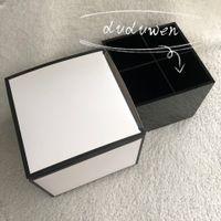 Moda 4 Grids Negro Acrílico Almacenamiento Lápices Lipsticks Holder Maquillaje Caja de Almacenamiento Joyería Organizador Caja de regalo