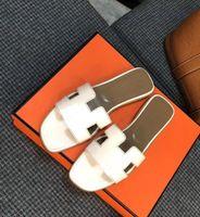 2021 مصمم النعال الفاخرة السيدات الصنادل النساء جلد طبيعي النعال الأحذية المسطحة الصنادل أوران أحذية الزفاف الأحذية في الهواء الطلق