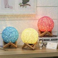 Yenilik Renkli Masa Lambası Yaratıcı LED Ahşap E27 Gece Lambası Yatak Odası Topu Asma Masası Odası Oturma Odası Dekorasyon Işık Fikstürü