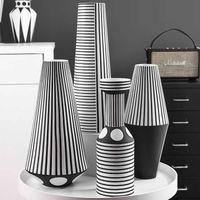 Nordic Black and White Striped Creative Ceramic Vase Geometric Craft Ornaments Room Decoration Accessories Home Decor Q0525