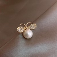 Pins, Brooches Spark Rhinestone Bee Sweater For Women Mujer Gold Color Alloy Big Round Imitation Pearl Animal Coat Brooch Accessories