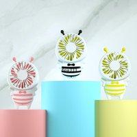 DHL HANDY CARGA USB Ventilador Mini mango de abeja Carga de ventiladores eléctricos delgados Portátiles portátiles Luminares luminosas para el hogar Regalos de oficina 3 colores