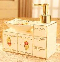 Estilo europeo de baño Productos de baño de cerámica jabonera de cerámica botella de desinfectante de la mano enjuague la boca copa 2 pieza conjunto de 4 piezas