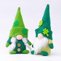 Día de San Patricio Día verde Muñeca Día de Irlanda Tres hojas Decoraciones del día de los ancianos sin rostro 22 * 11 * 5 cm
