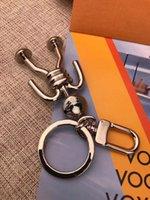 2021 럭셔리 디자이너 키 체인 자동차 열쇠 고리 남자 여성 가방 펜던트 액세서리 상자 2 옵션 좋은 니스